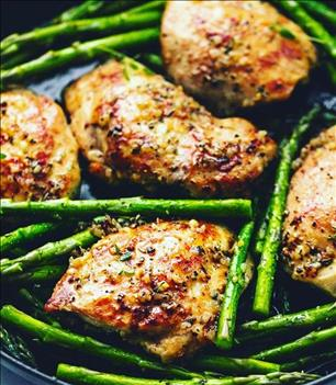 *Paleo: GARLIC HERB ROASTED CHICKEN THIGHS AND ASPARAGUS